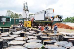 Visite d'inspection du gouverneur Julien Paluku Kahongya à l'usine d'asphaltage de Butembo