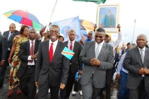Matata Mponyo et Julien Paluku Kahongya lors de l'atterrissage àGoma de la compagnie  Congo airways